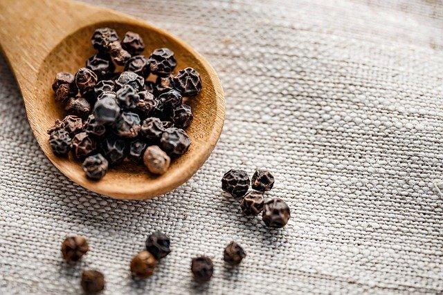 L'huile essentielle de poivre noir pour faire passer l'envie de fumer